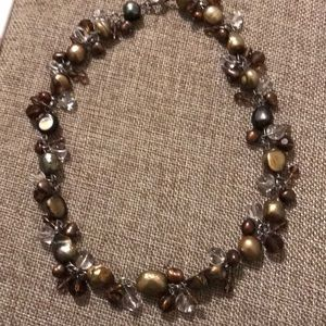 Jewelry - Beautiful pearl and crystal necklace
